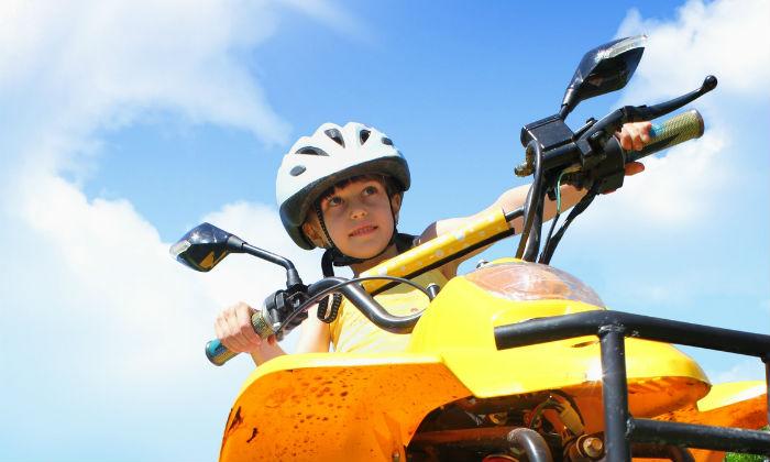 Helme gehören zur Sicherheitsausstattung für Quad Fahrer